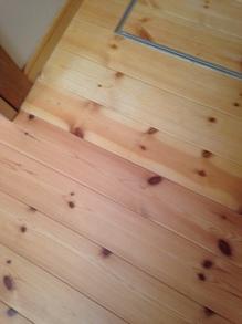 収納の中の床と色違い.JPG