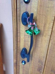 玄関ドアとって.JPG