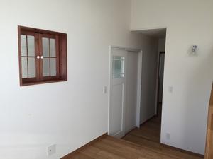 寝室の窓とドア.JPG