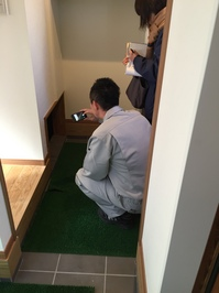 階段下収納入口.JPG