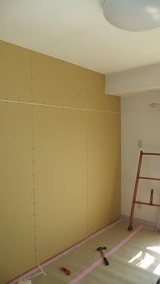 (写真3)壁下地ボード貼り.jpg