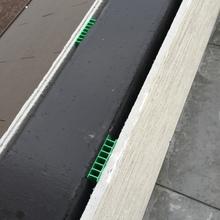 バルコニーの腰壁通気層.JPG