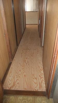 6・床下地合板貼り状況o.jpg
