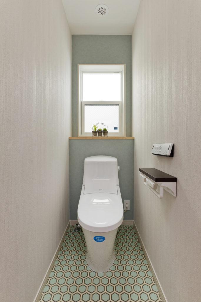 さわやかなインテリアのトイレ
