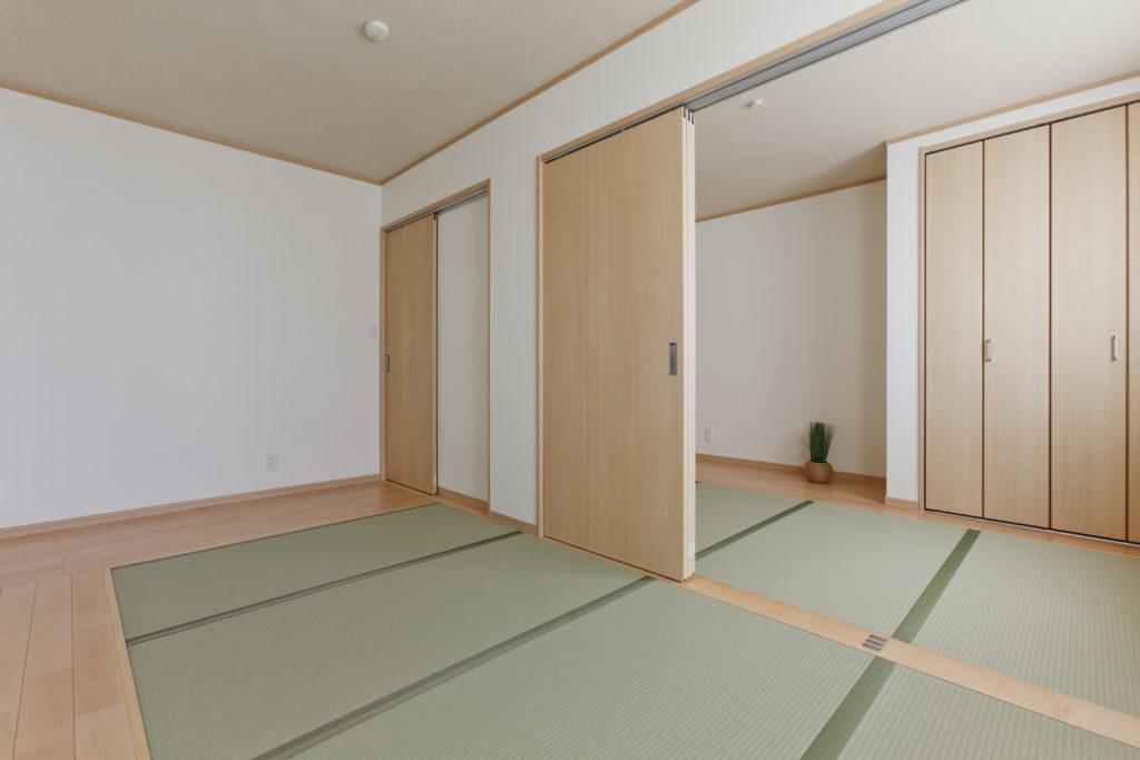 3枚引戸で仕切れる和室