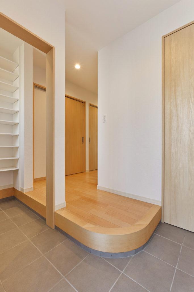 狭小住宅とは思えない広さの玄関