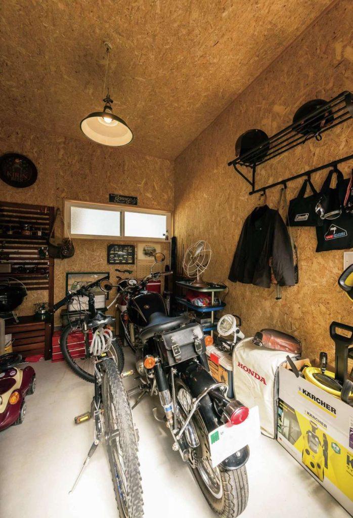 ご主人自慢のバイクガレージ