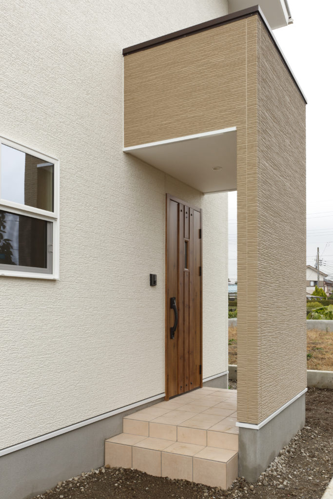 雨風を防ぐ玄関ポーチ
