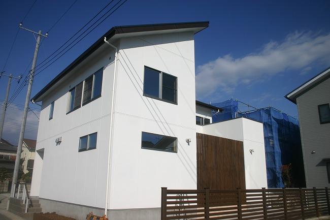 白を基調としたスタイリッシュ住宅