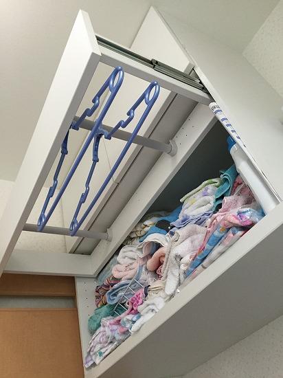 洗濯機上の吊り戸棚