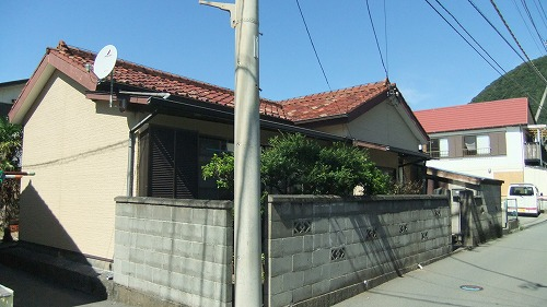 屋根も外壁も新品