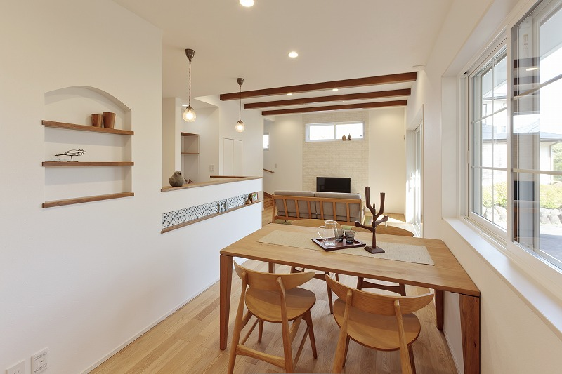 梁のあるカフェのような 開放感あふれる無垢の家