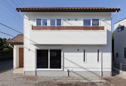 家族がホッとできる ナチュラルモダンな洋瓦と無垢フローリングの家