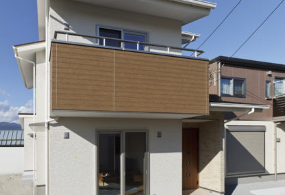 太陽光パネルと無垢フローリングにより 「最も落ち着く、心地の良い空間」を実現した家