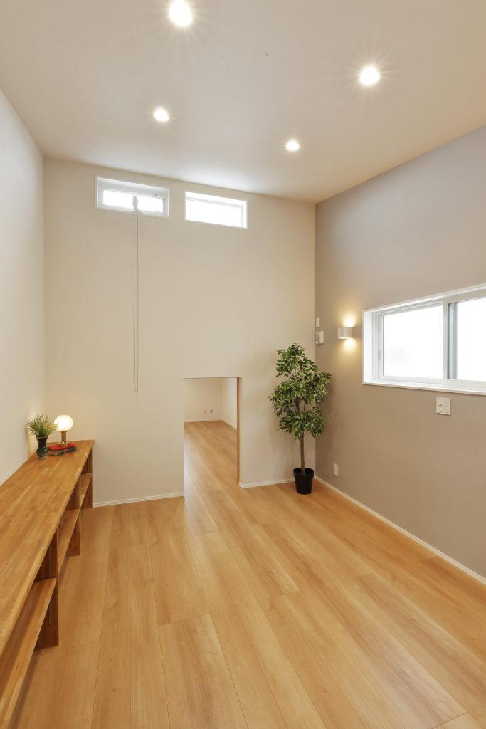 WICと小屋裏収納を備えた主寝室