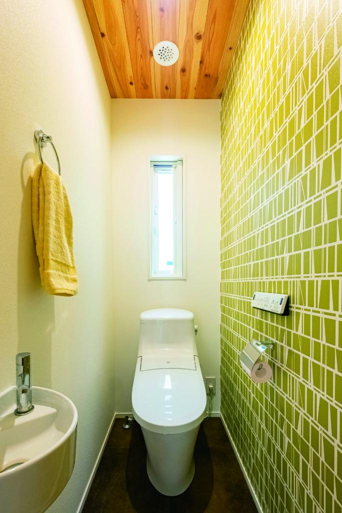 ポイントクロスが明るいトイレ