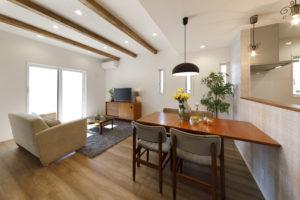 OPEN HOUSE in 長泉「趣味室にホームライブラリー 暮らしを存分に楽しむ住まい」