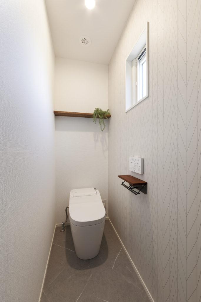 タンクレスですっきりとしたトイレ