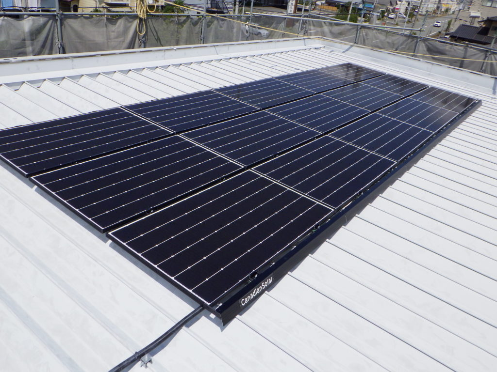 5kwの太陽光パネルを採用
