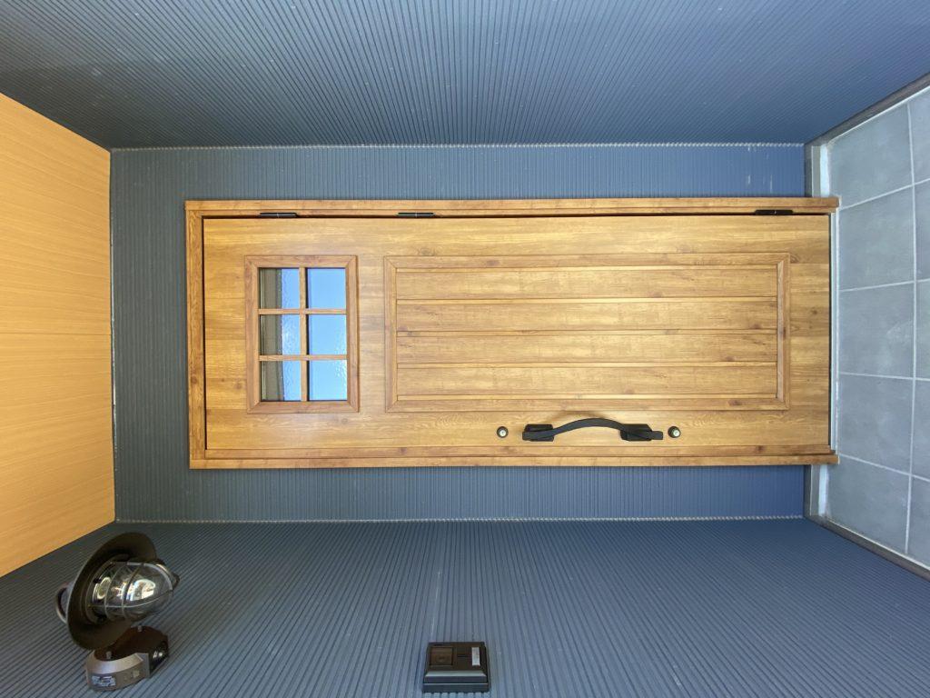 玄関ドアでアクセント