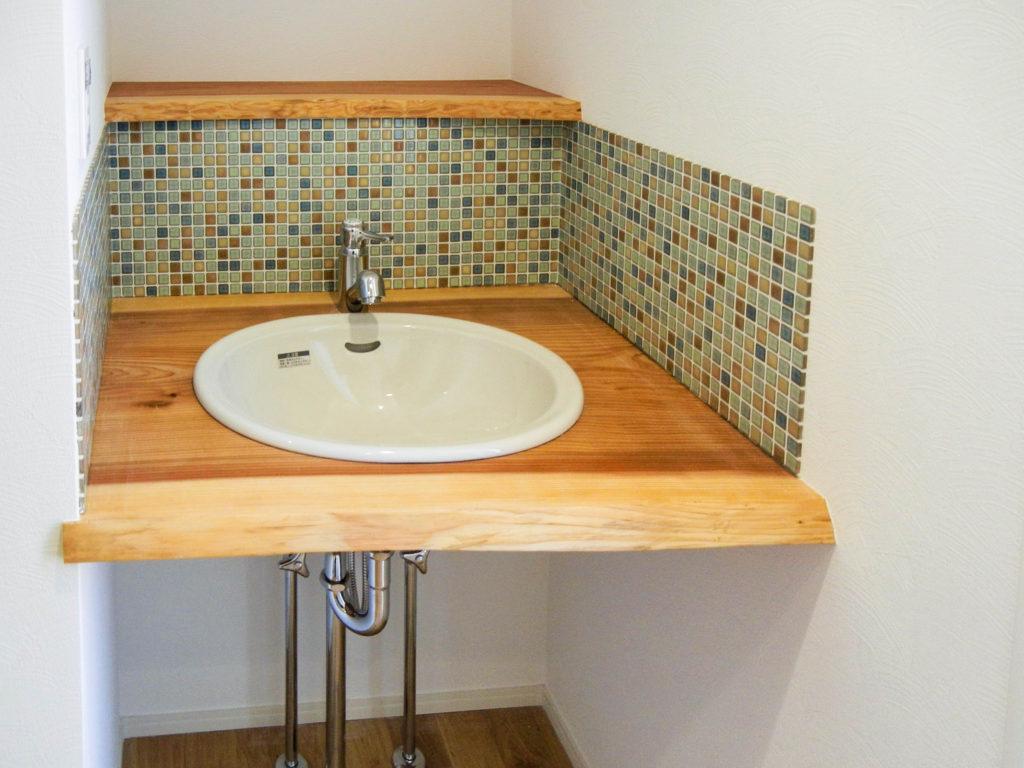 天然木を使った造作洗面