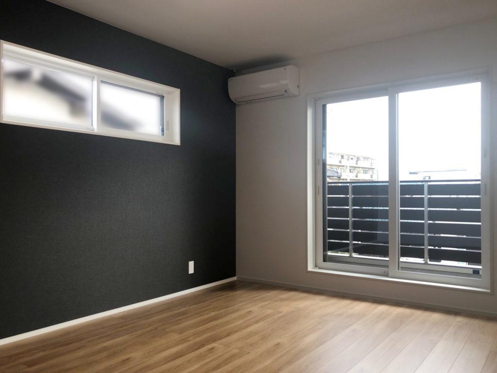 ポイントクロスが特徴の寝室