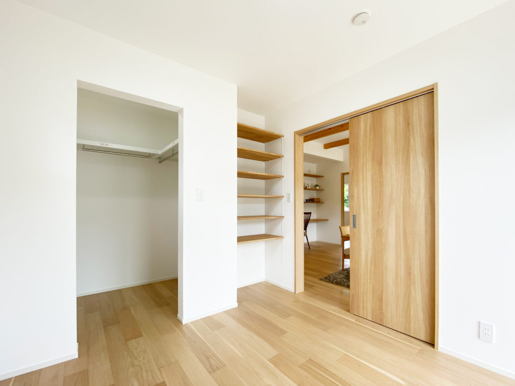 家具なしでもすっきり片付く個室
