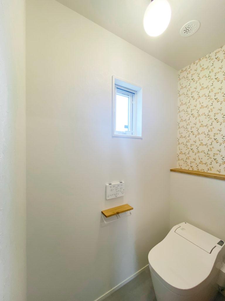 アクセントクロスが可愛いトイレ